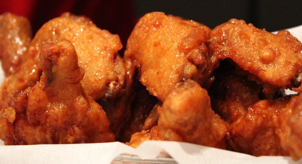 Poulet frit : présentation d'une asiette