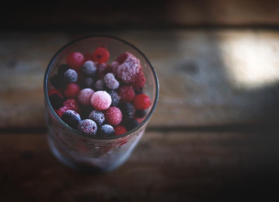 Fruits congelés pour un gateau